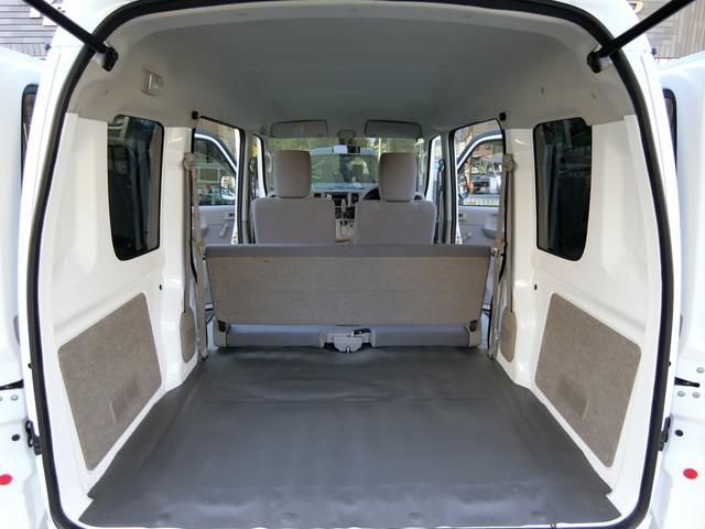 トランクを開けても御覧の通りとっても綺麗なお車です。 カーゴルームの広さも十分あり、荷物も沢山積み込み可能です!