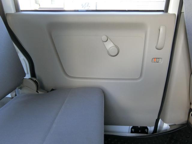 後部席左側のドアトリムも同様に、大変綺麗な状態です!