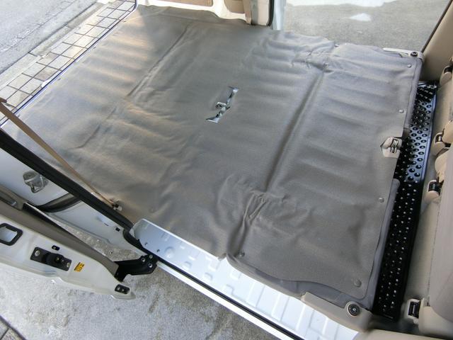 リアシートを収納すると、さらに広いカーゴスペースが出現します! これだけ広ければかなり大きな荷物も収納可能です