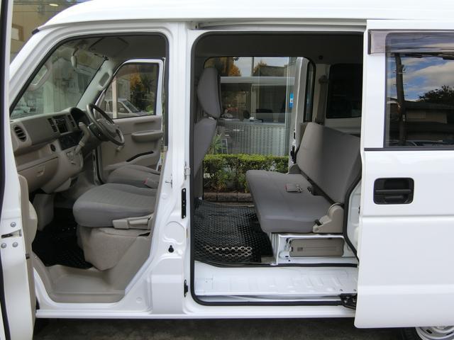 前後ドアの開口部も広くなっており、乗り降りや荷物の出し入れも大変スムーズに行えます!