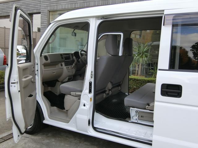 各ドアの開口部廻りも汚れや傷など無く、細部にわたり入念なクリーニングが施されております!