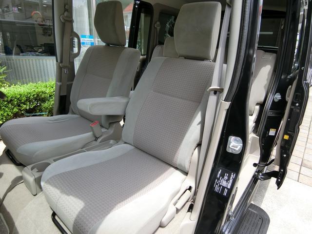 助手席側シートも運転席側シート同様に、シミや汚れ、擦れなど無く、大変綺麗な状態です!