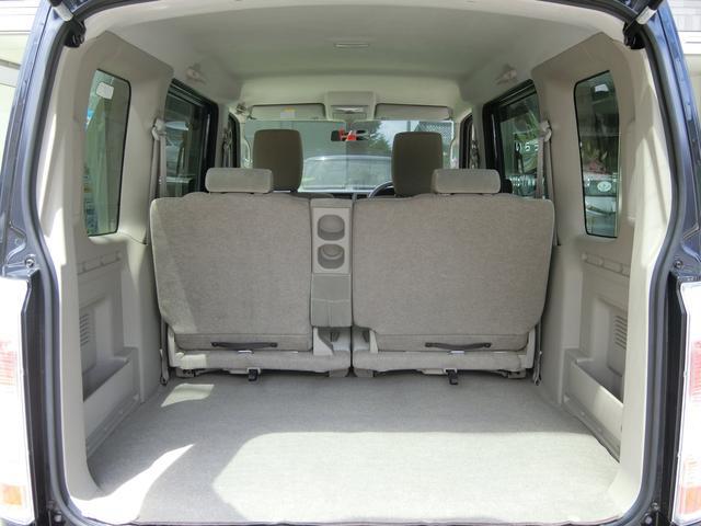 トランクを開けても御覧のとおりとっても綺麗なお車です。 ラゲッジスペースの広さも十分あり、荷物も沢山積み込み可能です!