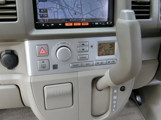 操作性抜群のインパネ式オートマチックを採用! さらにエアコンは細かな温度設定が可能なオートエアコンを採用し、快適な車内空調をお約束してくれます!