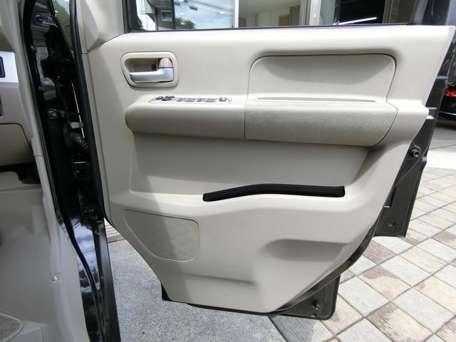 運転席ドアトリムも汚れや傷など無く、大変綺麗な状態です!