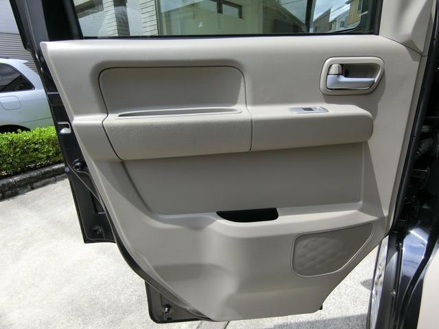 助手席側ドアトリムも同様に、汚れや傷など無く、大変綺麗な状態です!