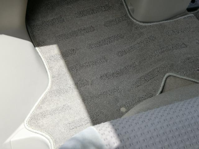 助手席側のフロアーマットも運転席側同様に、大変綺麗な状態です!
