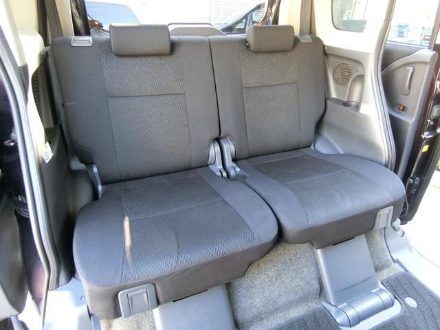 リクライニング、スライド、折りたたみ収納可能な後席シートも、前席シート同様、綺麗な状態です!