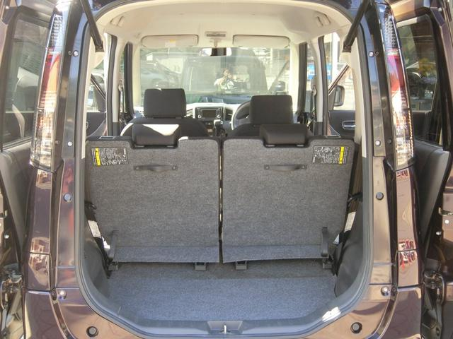 トランクを開けても御覧の通り、とっても綺麗なお車です。 ラゲッジスペースもあり、荷物も積み込み可能です!