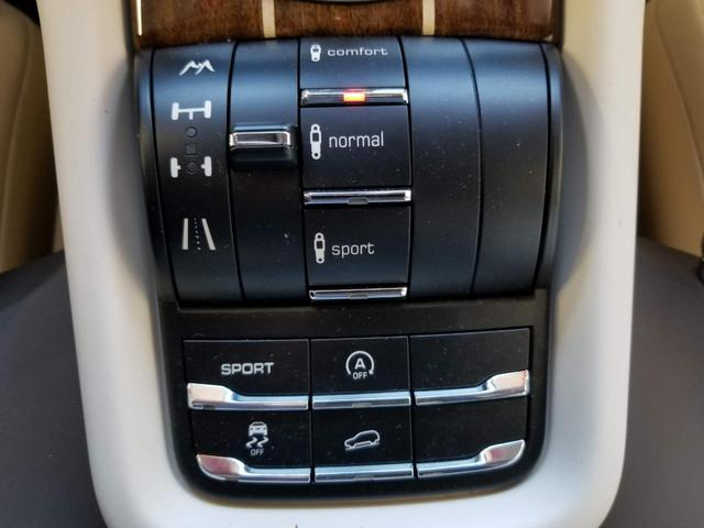 サスペンションや、デフ、スポーツモード、トラクションコントロールなど走りのモード切替ももちろん可能ですが、アイドリングストップ機能も備わっており、スイッチによりオンオフが可能です。