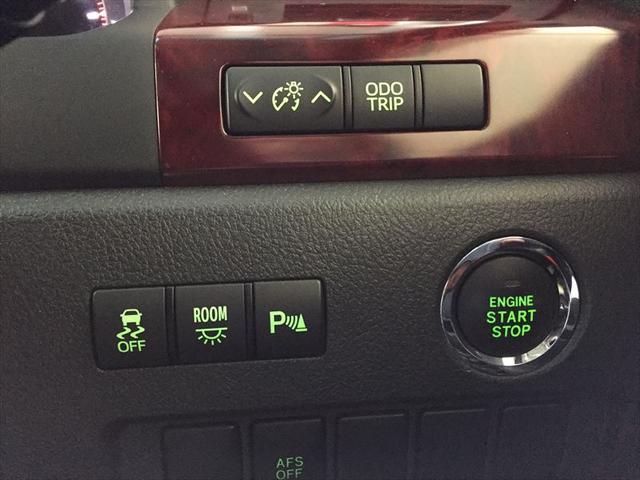 エンジンの入り切りはプッシュスタートになります。キーをカバンやポケットから出す手間がかかりません。