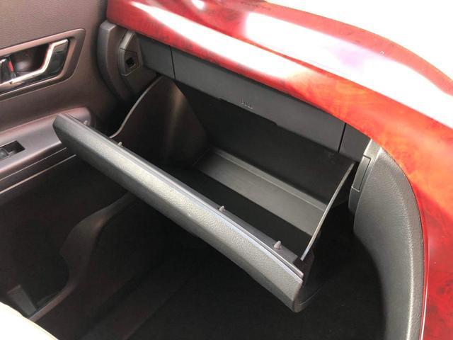 グローブボックスやコンソールボックスは容量も大きく、多くの物を収納できます。