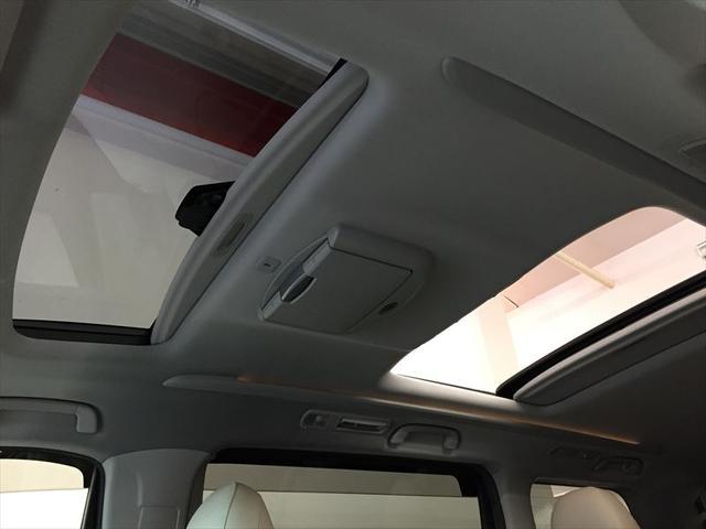ツインムーンルーフになっております。換気だけでなく、開けると車内の閉塞感が緩和され、広く感じます。