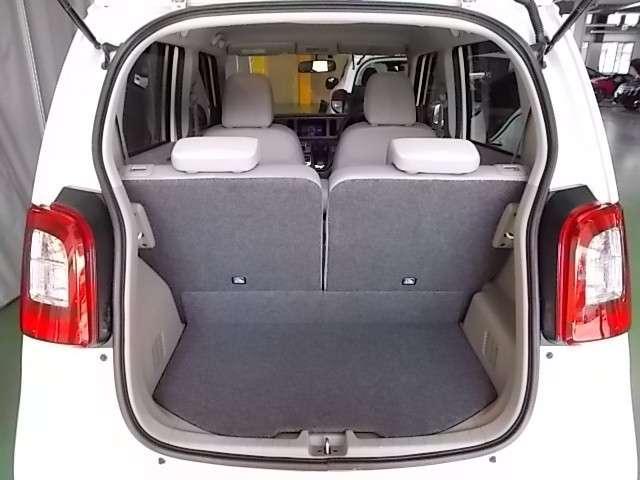 重い荷物を高く持ち上げなくてすむように、荷室床面はできるだけ低くフラットに。荷室開口部の高さ、約57.5cm。滑りこませるように積み込めるので出し入れも楽ちんですね