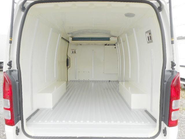 トヨタ ハイエースバン 低温冷凍車-22℃1.2t ディーゼルターボ オートマ車