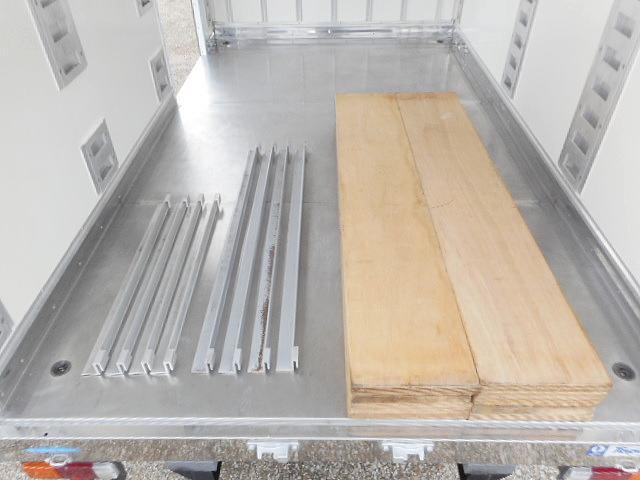 中温冷凍車ー7℃ 1.35t10尺 オートマ車 ワンオーナー(9枚目)