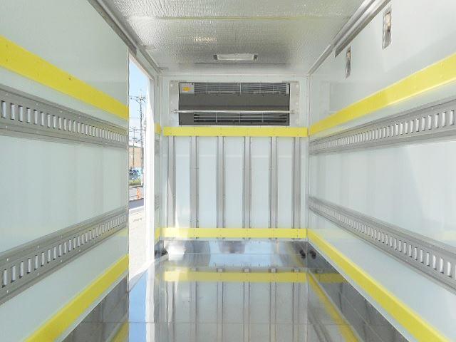 セミロング低温冷凍車ー32℃ 積載2.2t パワーゲート付(8枚目)