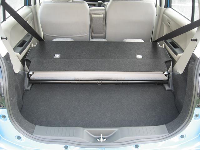 一体式リヤシートを倒せば大きな荷物も可能。