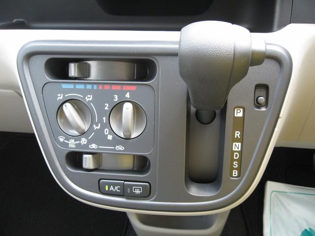 マニュアルエアコンは微妙な温度調節可能です。