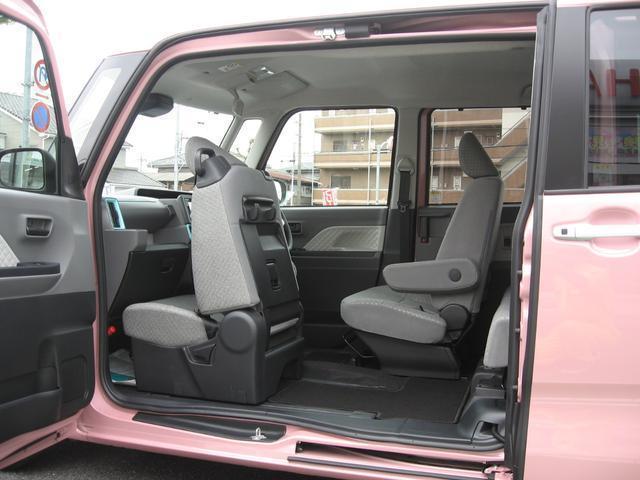 54cmの運転席ロングスライドを使用することで即座に後方へのアクセスが可能です。