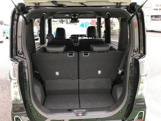 リヤシートは左右が独立しており、スライドさせることで荷室の広さも自由自在です。
