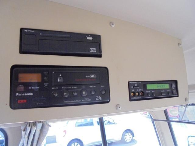 ロングカスタムターボ 26人乗り 左オートドア 冷蔵庫 バックモニター ディーゼルターボ 換気扇 エアサス 6MT NOx・PM適合 リクライニング・モケットシート(26枚目)