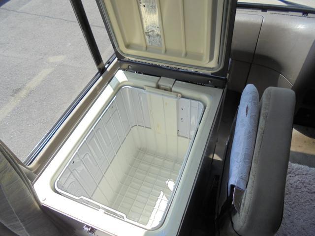 ロングカスタムターボ 26人乗り 左オートドア 冷蔵庫 バックモニター ディーゼルターボ 換気扇 エアサス 6MT NOx・PM適合 リクライニング・モケットシート(29枚目)