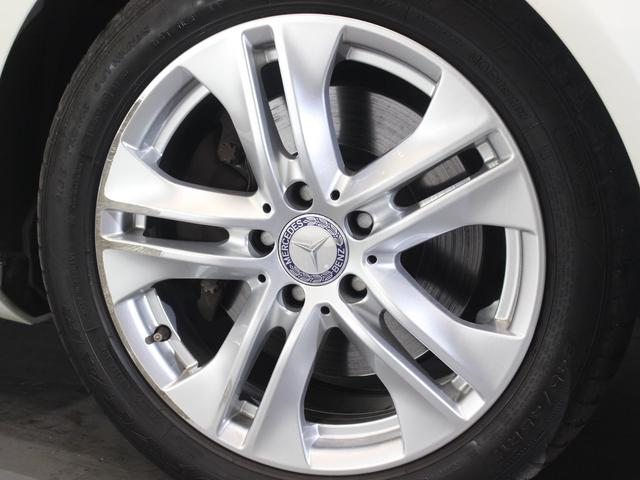 アルミホイールは純正17インチになります。タイヤは全て新品となります。