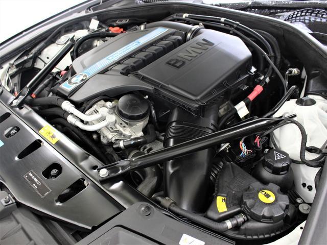 綺麗なエンジンルームです。エンジンは高回転までしっかり吹け上がり、アイドリングも一定となっております。非常に良好です。■走行管理システムもチェック済みとなっております!3,000ターボエンジンです!