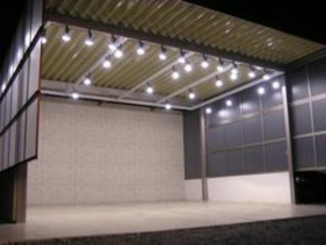 ■夜間、雨天時にも車輌ご覧頂けよう専用スペースを設けております!
