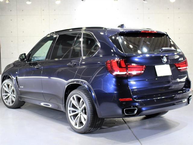 H26年 BMW X5 xドライブ50i Mスポ LEDヘッドライト 黒革 毎年D整備 Mスポ専用20AW  走行6.3万キロを入庫致しましたのでご紹介させて頂きます。外装の状態はとても綺麗な状態です