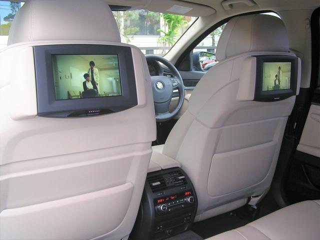 550i V8 ターボ 後席モニタ- 4400 走行TV 冷暖シ-ト 後シ-トヒ-タ- 純ナビ 電トランク 純19AW 禁煙 毎回D整備 1オナ ヘッドUPディスプレー ソフトクローズ オートトランク(6枚目)