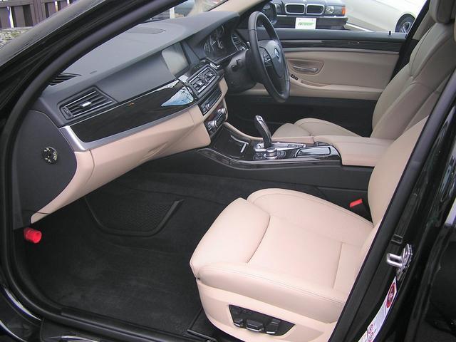 550i V8 ターボ 後席モニタ- 4400 走行TV 冷暖シ-ト 後シ-トヒ-タ- 純ナビ 電トランク 純19AW 禁煙 毎回D整備 1オナ ヘッドUPディスプレー ソフトクローズ オートトランク(7枚目)