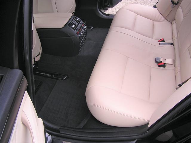 550i V8 ターボ 後席モニタ- 4400 走行TV 冷暖シ-ト 後シ-トヒ-タ- 純ナビ 電トランク 純19AW 禁煙 毎回D整備 1オナ ヘッドUPディスプレー ソフトクローズ オートトランク(10枚目)