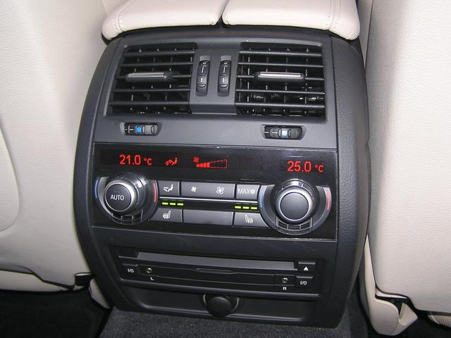 550i V8 ターボ 後席モニタ- 4400 走行TV 冷暖シ-ト 後シ-トヒ-タ- 純ナビ 電トランク 純19AW 禁煙 毎回D整備 1オナ ヘッドUPディスプレー ソフトクローズ オートトランク(17枚目)