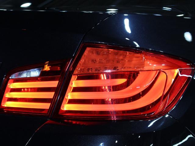 550i V8 ターボ 後席モニタ- 4400 走行TV 冷暖シ-ト 後シ-トヒ-タ- 純ナビ 電トランク 純19AW 禁煙 毎回D整備 1オナ ヘッドUPディスプレー ソフトクローズ オートトランク(47枚目)
