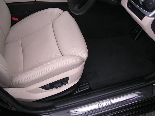 550i V8 ターボ 後席モニタ- 4400 走行TV 冷暖シ-ト 後シ-トヒ-タ- 純ナビ 電トランク 純19AW 禁煙 毎回D整備 1オナ ヘッドUPディスプレー ソフトクローズ オートトランク(50枚目)