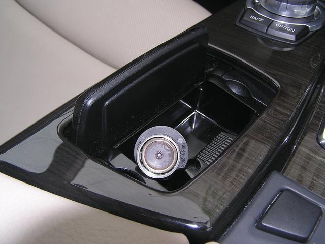 550i V8 ターボ 後席モニタ- 4400 走行TV 冷暖シ-ト 後シ-トヒ-タ- 純ナビ 電トランク 純19AW 禁煙 毎回D整備 1オナ ヘッドUPディスプレー ソフトクローズ オートトランク(61枚目)