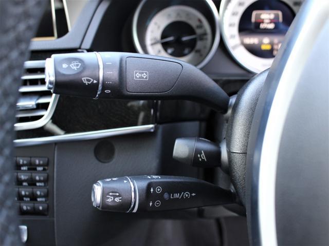 レーダーセーフティパッケージでございます。前方車両との車間距離を自動で一定間隔保ちつつ、速度調節して追従する機能です。前方車両が停止した際に自動でブレーキまでコントロールします。