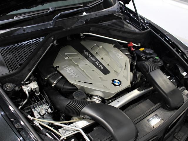 綺麗なエンジンルームです。エンジンは高回転までしっかり吹け上がり、アイドリングも一定となっております。非常に良好です。■走行管理システムもチェック済みとなっております!V8エンジンです!