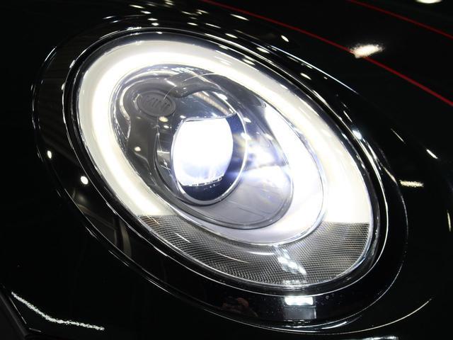 中古車では、劣化で白くくもりがちなヘッドライトレンズも透明感のある綺麗な状態が保たれております。劣化の生じやすいモール類までも綺麗な状態です。LEDになりますので、暗い夜道のライディングも安心です!