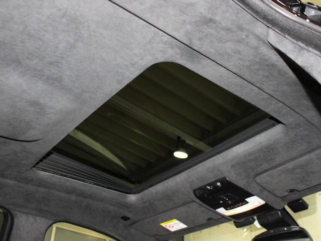 サンルーフが付いており、天井はアルカンターラとなっております!