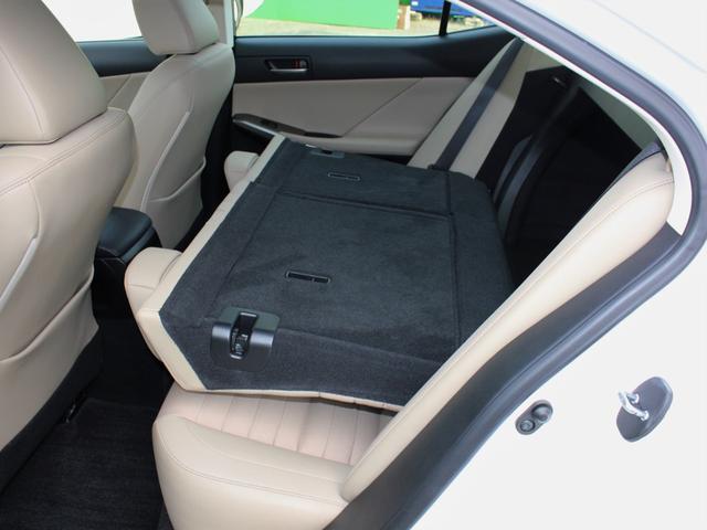 IS300h 後期・純正ナビBカメラフルセグ・LEDライト・プリクラッシュ・シートヒーター・レーダークルーズコントロール・車線逸脱(LDA)・パドルシフト・コーナーセンサー・ETC・ハーフレザー・USB・AUX(9枚目)