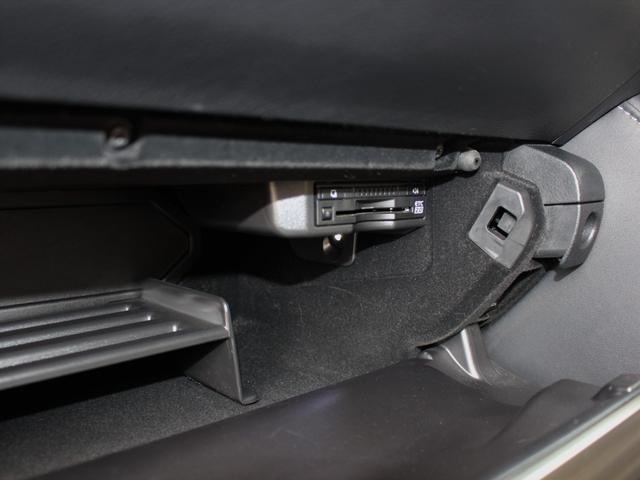 IS300h 後期・純正ナビBカメラフルセグ・LEDライト・プリクラッシュ・シートヒーター・レーダークルーズコントロール・車線逸脱(LDA)・パドルシフト・コーナーセンサー・ETC・ハーフレザー・USB・AUX(16枚目)