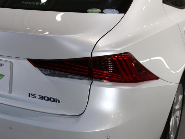 IS300h 後期・純正ナビBカメラフルセグ・LEDライト・プリクラッシュ・シートヒーター・レーダークルーズコントロール・車線逸脱(LDA)・パドルシフト・コーナーセンサー・ETC・ハーフレザー・USB・AUX(41枚目)