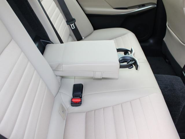 IS300h 後期・純正ナビBカメラフルセグ・LEDライト・プリクラッシュ・シートヒーター・レーダークルーズコントロール・車線逸脱(LDA)・パドルシフト・コーナーセンサー・ETC・ハーフレザー・USB・AUX(51枚目)