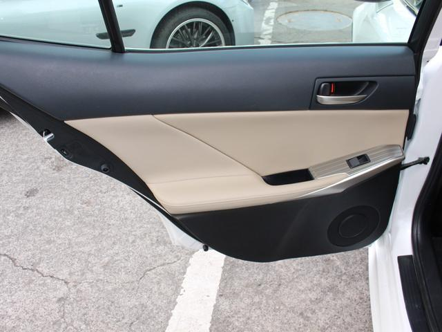 IS300h 後期・純正ナビBカメラフルセグ・LEDライト・プリクラッシュ・シートヒーター・レーダークルーズコントロール・車線逸脱(LDA)・パドルシフト・コーナーセンサー・ETC・ハーフレザー・USB・AUX(55枚目)
