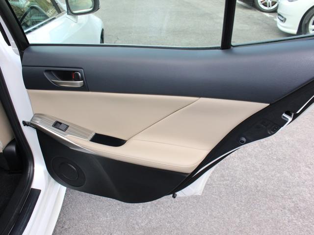 IS300h 後期・純正ナビBカメラフルセグ・LEDライト・プリクラッシュ・シートヒーター・レーダークルーズコントロール・車線逸脱(LDA)・パドルシフト・コーナーセンサー・ETC・ハーフレザー・USB・AUX(57枚目)