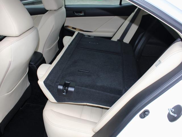 IS300h バージョンL ベージュレザー・純正ナビBカメラ・フルセグ・LEDライト・タイヤ4本新品・ステアリングヒーター・シートヒーター・エアシート・シートメモリー・クルーズC・コーナーセンサー・リア電動ブラインド・歩行者警告(9枚目)