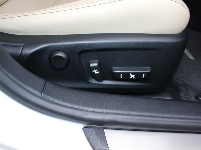 IS300h バージョンL ベージュレザー・純正ナビBカメラ・フルセグ・LEDライト・タイヤ4本新品・ステアリングヒーター・シートヒーター・エアシート・シートメモリー・クルーズC・コーナーセンサー・リア電動ブラインド・歩行者警告(18枚目)